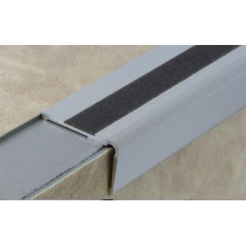 Nez de marche en aluminium pour usage tertiaire intérieur modèle 1T à 1 bande - pose encastrée